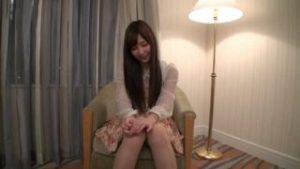 素人10代の美少女が口説かれ恥ずかしながらAV初撮り!